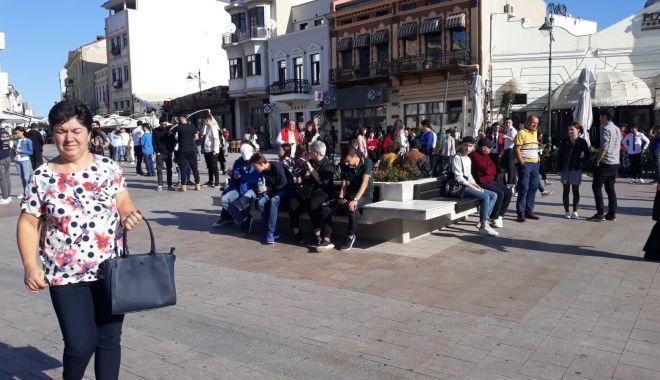 FOTOREPORTAJ / Noul an univesitar, la start! Studenții s-au strâns în Piața Ovidiu - 71261155520248328753188151692124-1569912748.jpg
