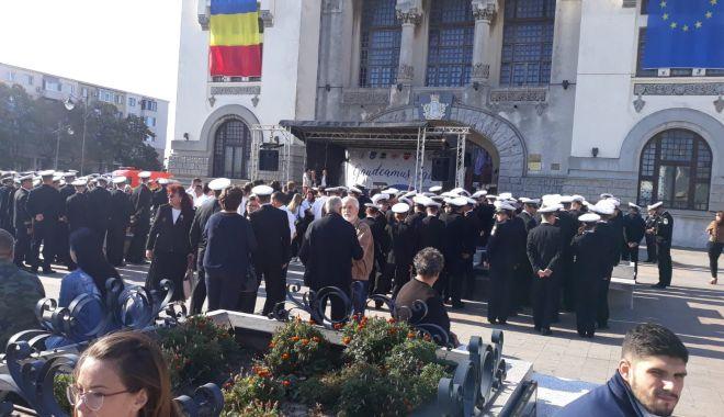 FOTOREPORTAJ / Noul an univesitar, la start! Studenții s-au strâns în Piața Ovidiu - 71313462244109133954631988410347-1569912724.jpg