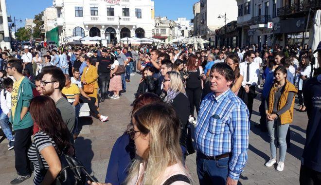 FOTOREPORTAJ / Noul an univesitar, la start! Studenții s-au strâns în Piața Ovidiu - 71515454604100553722014718464591-1569914733.jpg