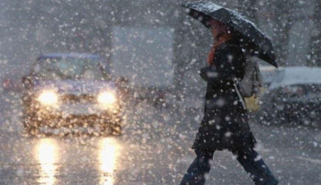 Foto: COD GALBEN de vreme severă: Ploi, lapoviţă, vânt şi ninsori. Harta judeţelor afectate de intemperii