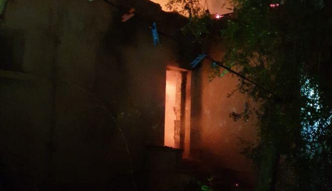 Galerie foto / Incendiu puternic în jud. Constanța - 72848687534052770728799817893864-1571464382.jpg