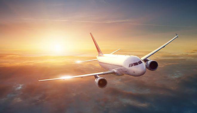 Foto: Un avion cu 140 de oameni la bord a aterizat de urgență!