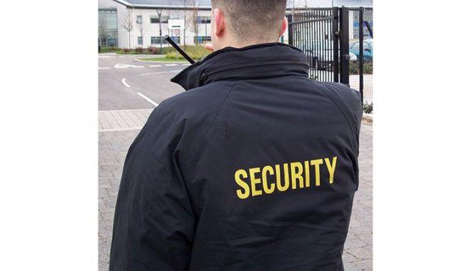 Foto: Se caută agenţi de securitate!