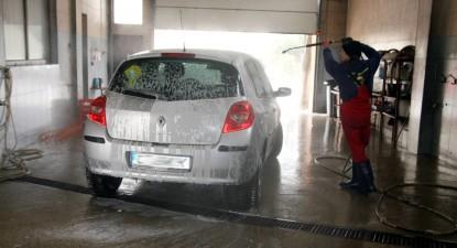 Foto: Scandal din cauza unei spălătorii auto