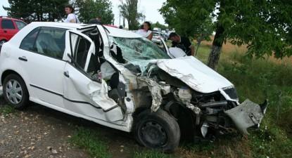 Foto: A încetinit să acorde ajutor unui şofer accidentat, dar a fost proiectat pe câmp