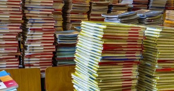 """Foto: Ministrul Educaţiei: """"Toate manualele greşite vor fi retipărite!"""""""