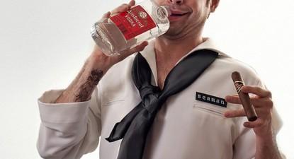 Foto: Un comandant de navă s-a încuiat timp de trei zile în cabină şi a băut în neştire