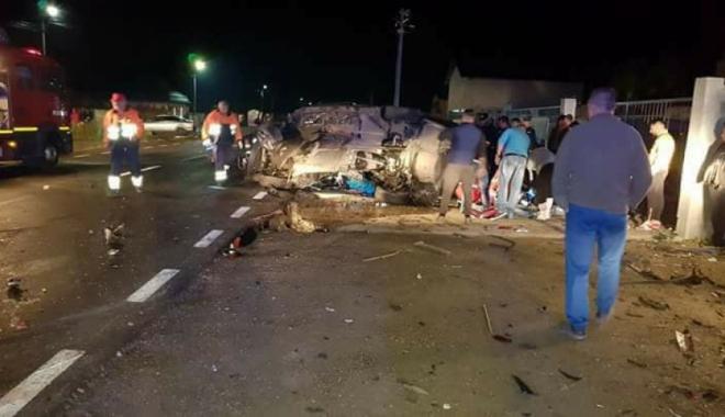 Foto: TRAGEDIE PE ŞOSEA! Doi morţi şi doi răniţi, după o coliziune violentă