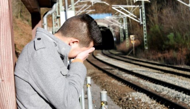 Foto: Gest şocant! O adolescentă şi-a împins iubitul din tren, după o ceartă aprinsă