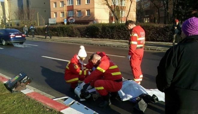 Foto: A murit în timp ce traversa pe trecerea de pietoni: Victima, aruncată la 40 de metri distanţă