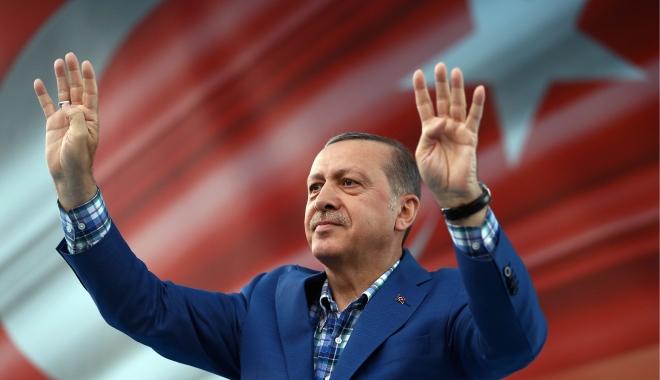 Foto: Recep Tayyip Erdogan l-a primit pe ministrul rus al Apărării