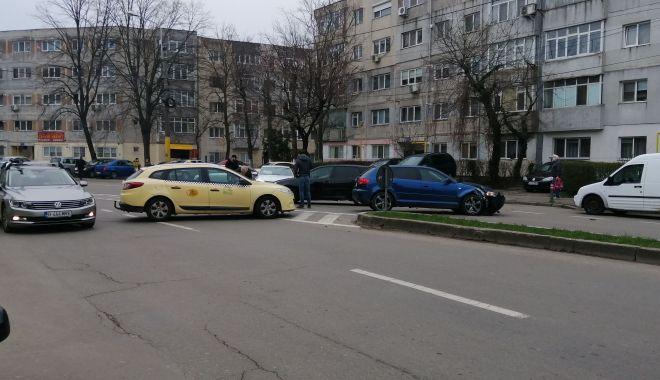 GALERIE FOTO / Carambol cu trei autoturisme, pe o arteră intens circulată a Constanței - 8apraccident1-1617865227.jpg