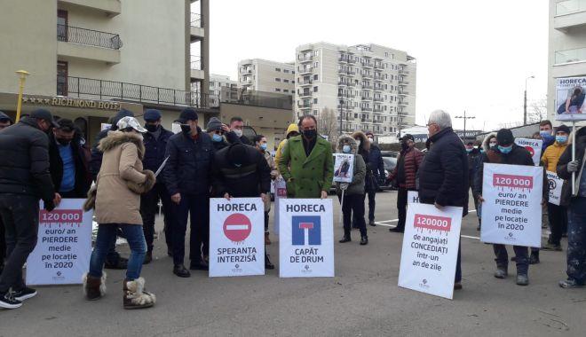 Reprezentanți din industria Horeca, protest împotriva condițiilor impuse de autorități - 8c06cf6d12f74b269ac2fd877e36b068-1613470422.jpg