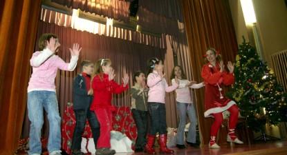 Foto: Moş Crăciun a venit la copiii de la Histria şi de la Cuget Liber