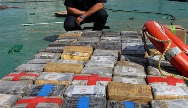 Foto: 900 kg de cocaină descoperite pe o navă boliviană. Echipajul a fost arestat