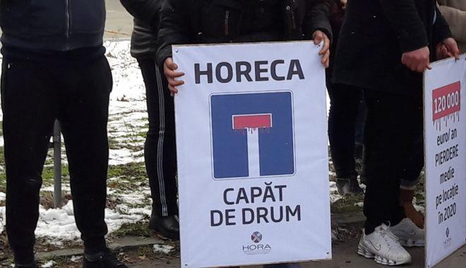 Reprezentanți din industria Horeca, protest împotriva condițiilor impuse de autorități - 90ceee719a2646a0a8ec67b35571484f-1613470471.jpg