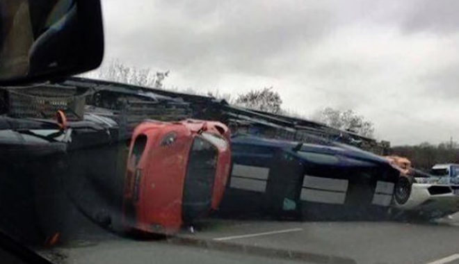 Foto: ACCIDENT în lanţ pe Autostradă. La un pas de tragedie. Opt maşini au fost implicate