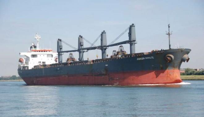 Foto: Echipajul unei nave a fost arestat în loc să primească mulţumiri