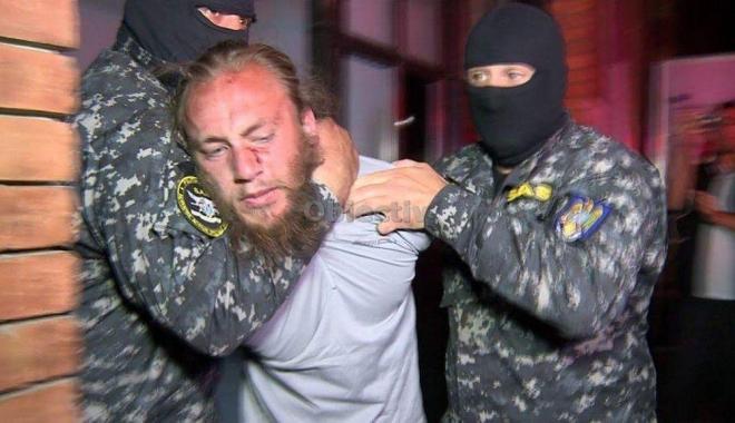 """Foto: POLIŢIST UCIS ÎN GARĂ / Declaraţia halucinantă a asasinului: """"Urăsc poliţiştii, am jurat să mă răzbun, să le iau viaţa"""""""