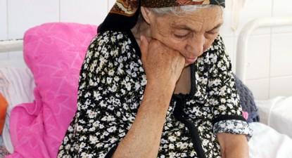 Foto: Mul�i const�n�eni au s�rb�torit Pa�tele afunda�i �n b�utur� sau singur�tate