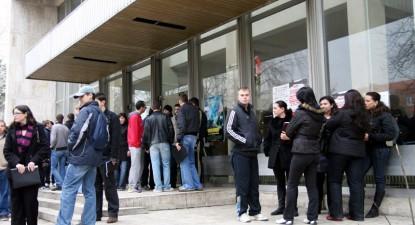 Studenții vor gratuitate la transportul în comun și o zi liberă pentru a putea vota - a9b12572d82cef73f0d41c73e93c0249-1354124386.jpg