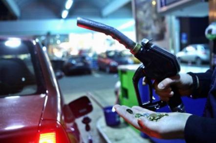 Foto: O nouă taxă pe carburanţi, în locul luptei cu corupţia şi evaziunea fiscală