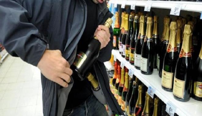Foto: A ajuns în spatele gratiilor, după ce a furat băutură dintr-un magazin