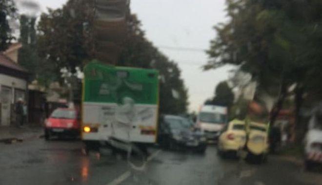 Foto: Accident în zona Abator. Sunt implicate patru autoturisme