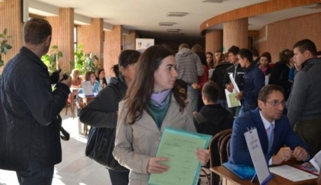 Foto: Bursa locurilor de muncă pentru absolvenţi, la Constanţa