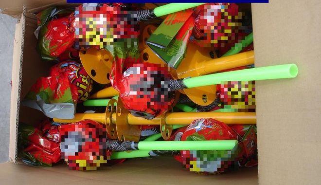 Foto: Acadele contrafăcute, confiscate de poliţişti