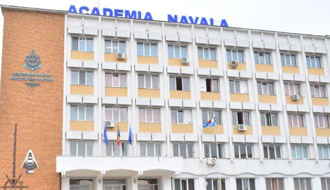 """Foto: """"Mircea cel Bătrân, în conştiinţa urmaşilor"""", la Academia Navală"""