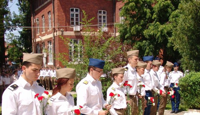 """Foto: Ziua Porţilor Deschise, la Academia Tehnică Militară """"Ferdinand I"""""""