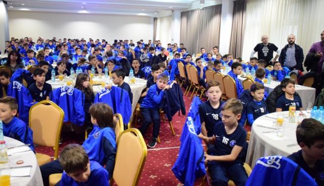 Foto: Academia Hagi şi-a premiat  cei mai valoroşi jucători şi antrenori