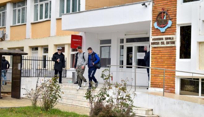 Foto: Scandalul şpăgii, la Academia Navală! Profesori puşi sub control judiciar