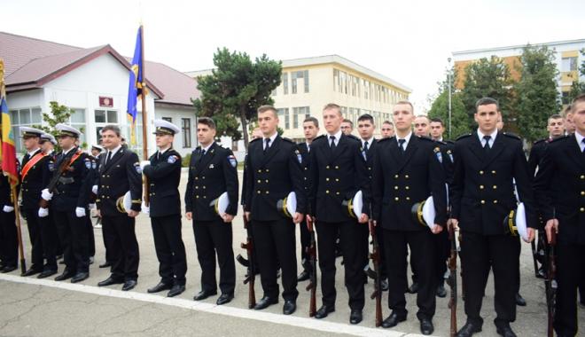 Promisiuni solemne, cu lacrimi şi mândrie în suflet. Viitorii ofiţeri şi maiştri militari de marină au depus jurământul - academianavala8-1508860325.jpg