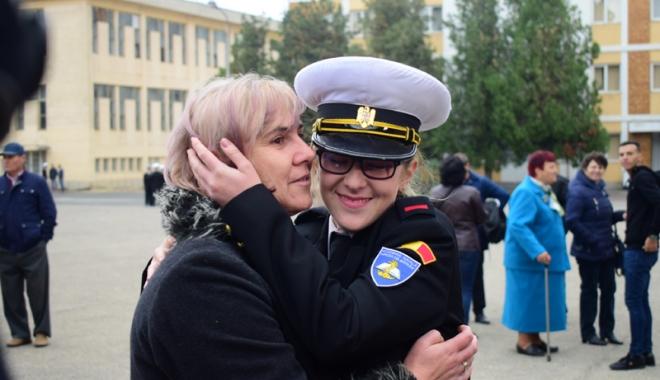 Promisiuni solemne, cu lacrimi şi mândrie în suflet. Viitorii ofiţeri şi maiştri militari de marină au depus jurământul - academianavala86-1508860356.jpg