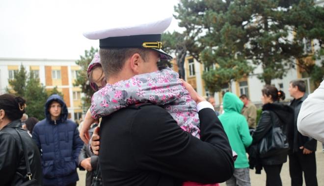 Promisiuni solemne, cu lacrimi şi mândrie în suflet. Viitorii ofiţeri şi maiştri militari de marină au depus jurământul - academianavala88-1508860365.jpg