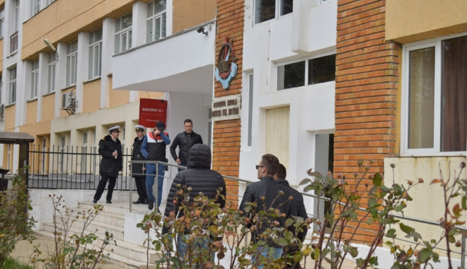 """Foto: Percheziţii la Academia Navală """"Mircea cel Bătrân"""". Profesori bănuiţi că ar fi luat şpagă"""