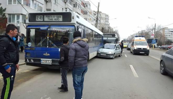 Foto: FOTO. Accident rutier �n Constan�a. O �OFERI�� S-A IZBIT �N DOU� AUTOBUZE, DUP� CE A LOVIT UN PIETON