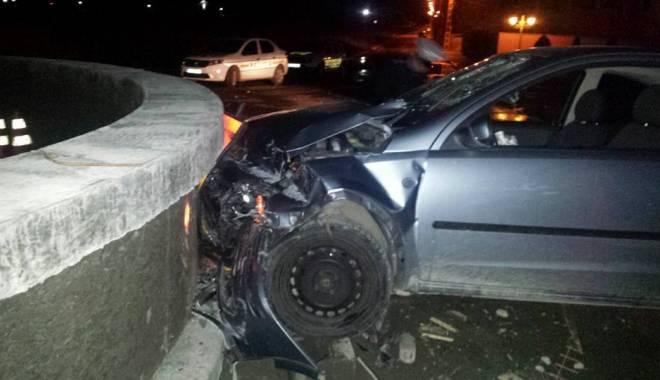 Foto: Accident rutier / ŞI-A FĂCUT MAŞINA PRAF ÎN SENSUL GIRATORIU!