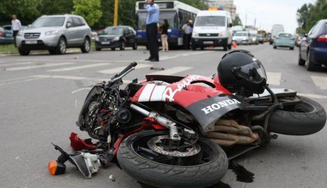Accident rutier pe strada Soveja. Victima, un motociclist - acc-1528464026.jpg