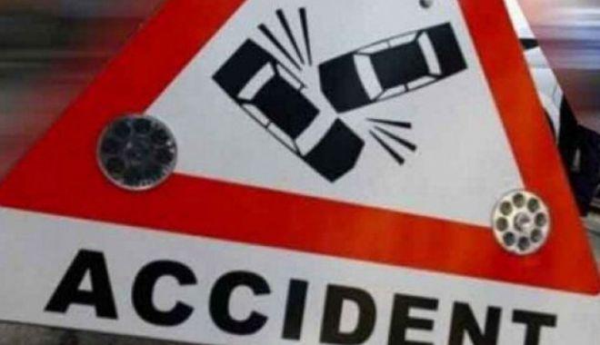 Foto: Un bărbat și-a pierdut viața după ce a fost lovit de două mașini