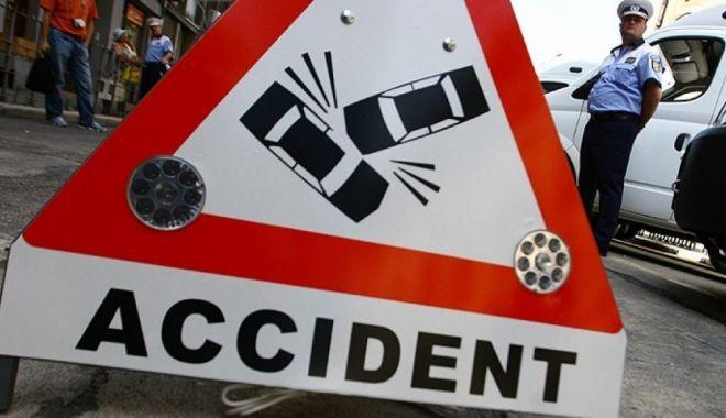 Foto: Accident rutier pe bulevardul Tomis. O şoferiţă a fost rănită