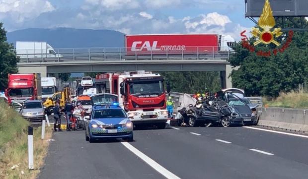 VIDEO / APOCALIPSĂ ÎN ITALIA! PATRU ROMÂNI, printre care un bebeluș și o fetiță de 10 ani, AU MURIT într-un cumplit accident - acc-1591424826.jpg