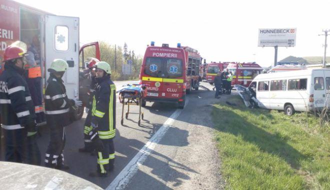Plan roșu de intervenție, după un grav accident în care a fost implicat un microbuz. Doi oameni au murit, 11 sunt răniți - acc-1592289874.jpg