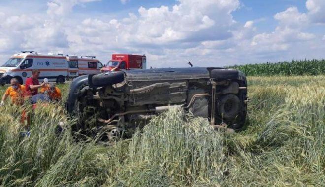 Foto: Accident cu 12 victime, între care 5 copii, în urma coliziunii a două autoturisme