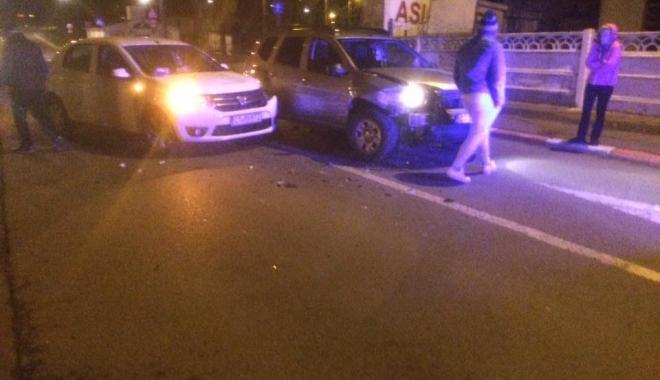 Foto: GALERIE FOTO/Accidente rutiere grave, azi-noapte, la Constanţa. Maşini făcute praf, poliţia şi ambulanţa, la faţa locului