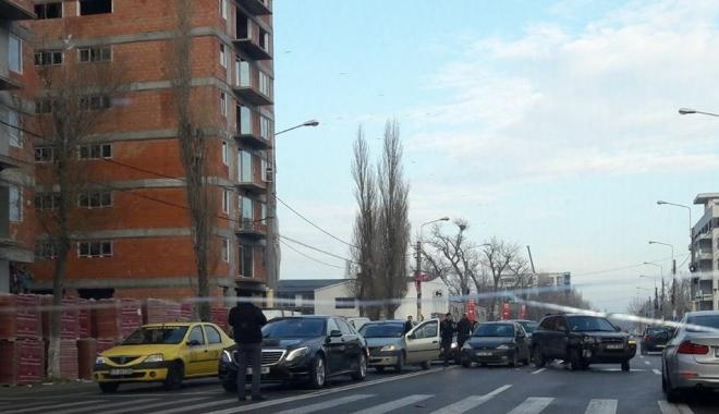 ACCIDENT RUTIER în zona Mega Image din Mamaia. Mai multe maşini implicate. Poliţia, la faţa locului - acc1-1513238220.jpg