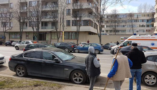 Foto: ACCIDENT RUTIER LA CONSTANŢA, pe bulevardul Alexandru Lăpuşneanu. VICTIMA ESTE O TÂNĂRĂ