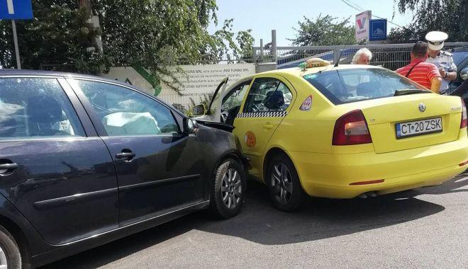 Foto: GALERIE FOTO / Accident violent pe strada Baba Novac! Circulaţia se desfăşoară cu dificultate în zonă